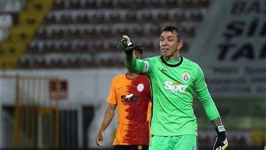 Son dakika spor haberleri: Galatasaraylı futbolculardan şaşırtan hareket! Havaalanına...