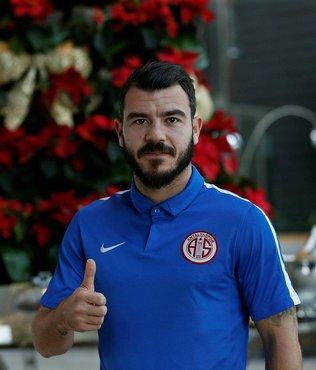 Antalyaspor Yekta Kurtuluş ile yolları ayırdı