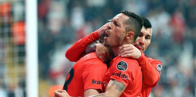 Beşiktaş'ta Adriano yerine o gelecek!