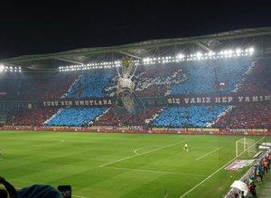 Trabzonspor taraftarından 3 boyutlu koreografi