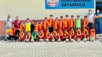 Galatasaray'dan köy okuluna anlamlı yardım!