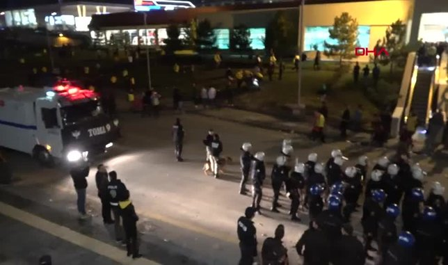 Ankaragücü - Beşiktaş maçı sonrası kavga! Taraftarlar ve polisler yaralandı