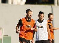 Galatasaray sahaya indi! Yeni transferler ilk idmanına çıktı