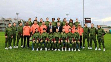 Ahmet Ağaoğlu kadın futbol takımını ziyaret etti!