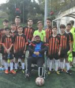 Tekerlekli sandalye futbol aşkına engel olamadı
