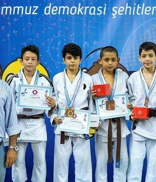 Manisa Büyükşehir'in minik judocuları İzmir'de ter döktü
