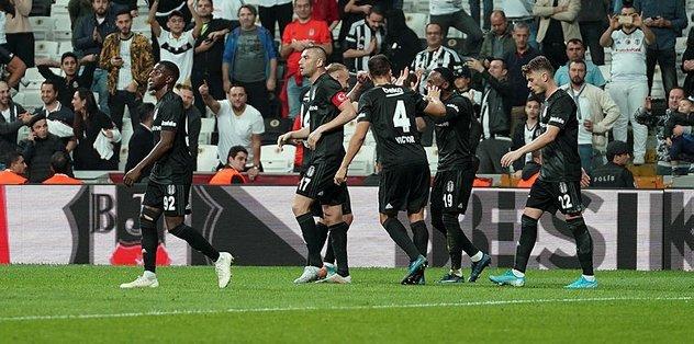Beşiktaş maçını sürpriz bir isim izledi! Transfer...