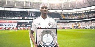 atibanin gurur gunu 1593209728569 - Atiba: Gelecek sezon da Beşiktaş'ta devam etmek istiyorum