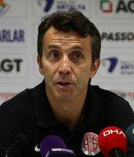 """Antalyaspor Teknik Direktörü Bülent Korkmaz: """"Son dakikalarda gelen gol bizleri üzdü"""""""