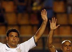 Corinthians formasıyla Carlos