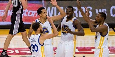 Warriors, 25 sayı geriden geldi