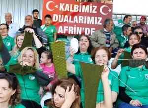 Hem maç izlediler, hem Mehmetçike destek verdiler.
