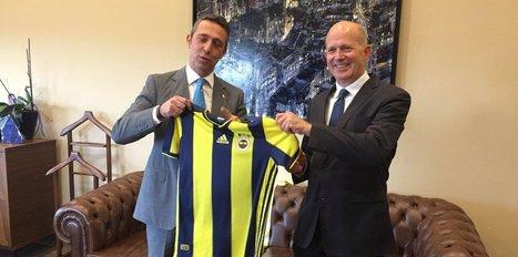 Birleşik Krallık Büyükelçisi Sir Dominick Chilcott Fenerbahçeli oldu