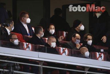 Son dakika spor haberleri: Başkan Recep Tayyip Erdoğan'dan milli takıma destek! Türkiye Letonya maçını tribünden takip etti