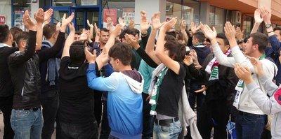 Atiker Konyaspor taraftarı, Eskişehir'e çıkartma yaptı