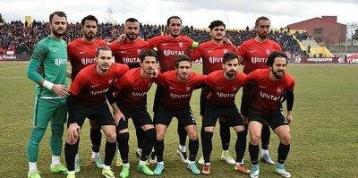 Utaş Uşakspor'da iki futbolcuyla yollar ayrıldı