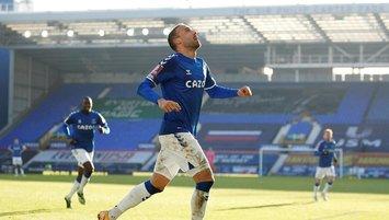 Cenk Tosun attı Everton uzatmalarda turladı