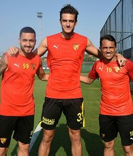 Göztepe'de yeni oyuncular Çaykur Rizespor maçına hazırlanıyor