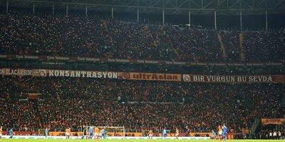 Galatasaray taraftar grubu ultrAslan esti gürledi!