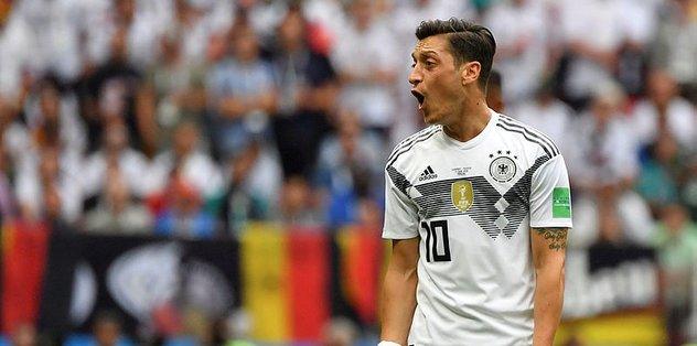 """""""Elinizi Mesut Özil'in üzerinden çekin"""""""