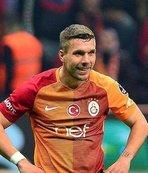"""Poldi'den tebrik: """"Bu akşam çaylar benden"""""""