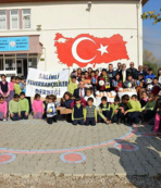 Fenerbahçeli doktorlar Salihli'de öğrencileri sevindirdi