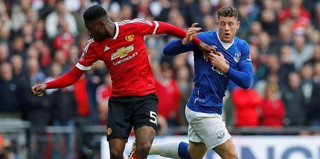 M.United genç oyuncusuyla uzattı