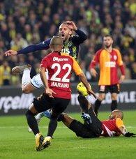 49 maçlık seri bitti! Fenerbahçe Galatasaray derbisi sonrası tribünlerde gözyaşları sel oldu