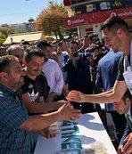 Atiker Konyasporlu futbolcular vatandaşlara aşure dağıttı