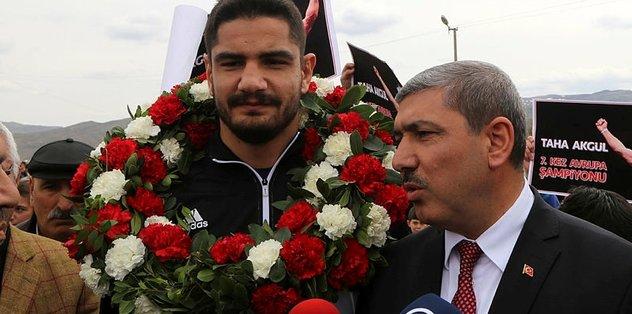 Avrupa Şampiyonu Taha Akgül Sivas'ta coşkuyla karşılandı