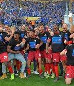 FC Köln ve SC Paderborn Bundesliga'ya yükseldi