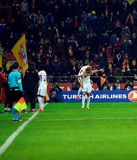 Kayserispor - Galatasaray maçında ofsayt tartışması