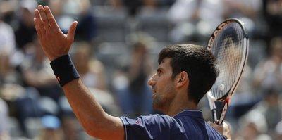 Ertelenen maçta gülen Djokovic!