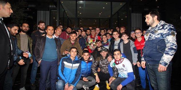 Trabzonlu taraftarlardan Şenol Güneş'e ziyaret