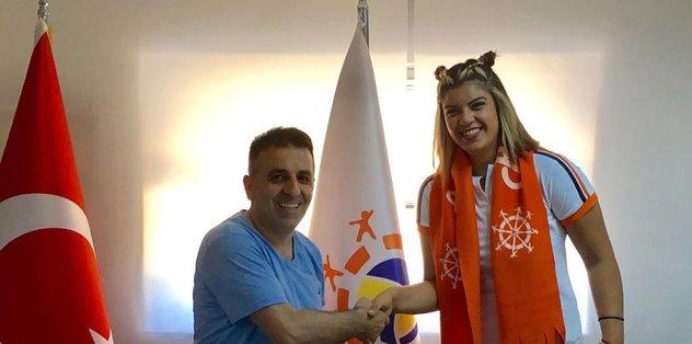 İzmir Rota Koleji'nde Nazlı imzaladı