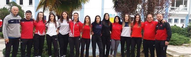 Genç güreşçiler Arnavutluk'ta