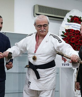 Prof. Dr. Bingür Sönmez'e siyah kuşak
