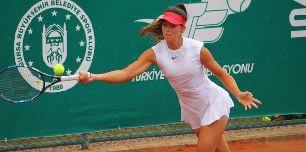Teniste Türk derbisi İpek Soylu'nun