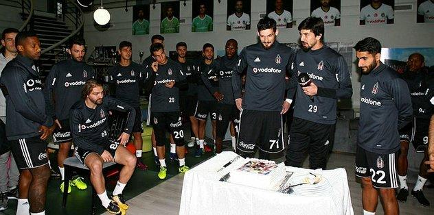 Beşiktaş'ta Tolga'ya doğum günü kutlaması