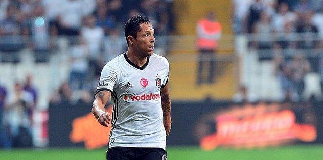Beşiktaş'la anlaşamayan Adriano'ya 2 talip var