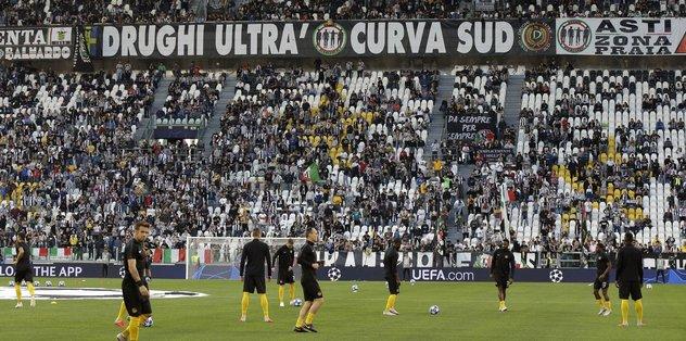 İtalya Spor Bakanı Spadafora: Taraftarları eylülden itibaren tribünlerde görebiliriz - Spor -