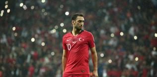 hakan calhanoglu transfere kapiyi kapatti 1589039551437 - Hakan Çalhanoğlu İtalya'da 1 numara!