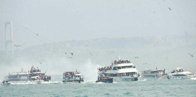 İstanbul Boğazı siyah-beyaza büründü