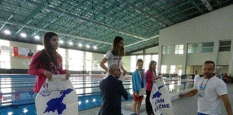 Vanlı kadın yüzücüler finale yükseldi