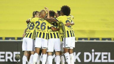 10-man Fenerbahce beat Fatih Karagumruk 2-1