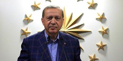Cumhurbaşkanı Erdoğan şampiyon kürek takımını kutladı