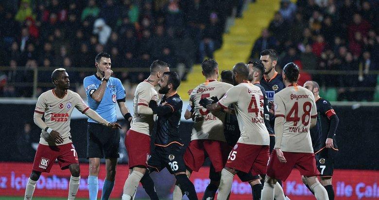 Alanya'da gerginlik! İki yıldız tartışma yaşadı Alanyaspor - Galatasaray maçından kareler...