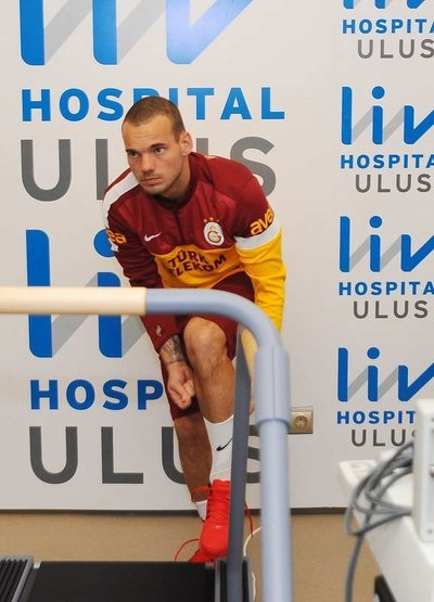 Sneijder kontrolden geçti