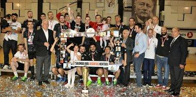 Beşiktaş Mogaz 'şampiyonluk' kupasını aldı