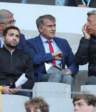 Şenol Güneş Galatasaray'ın yıldızı Emre Mor'u izledi